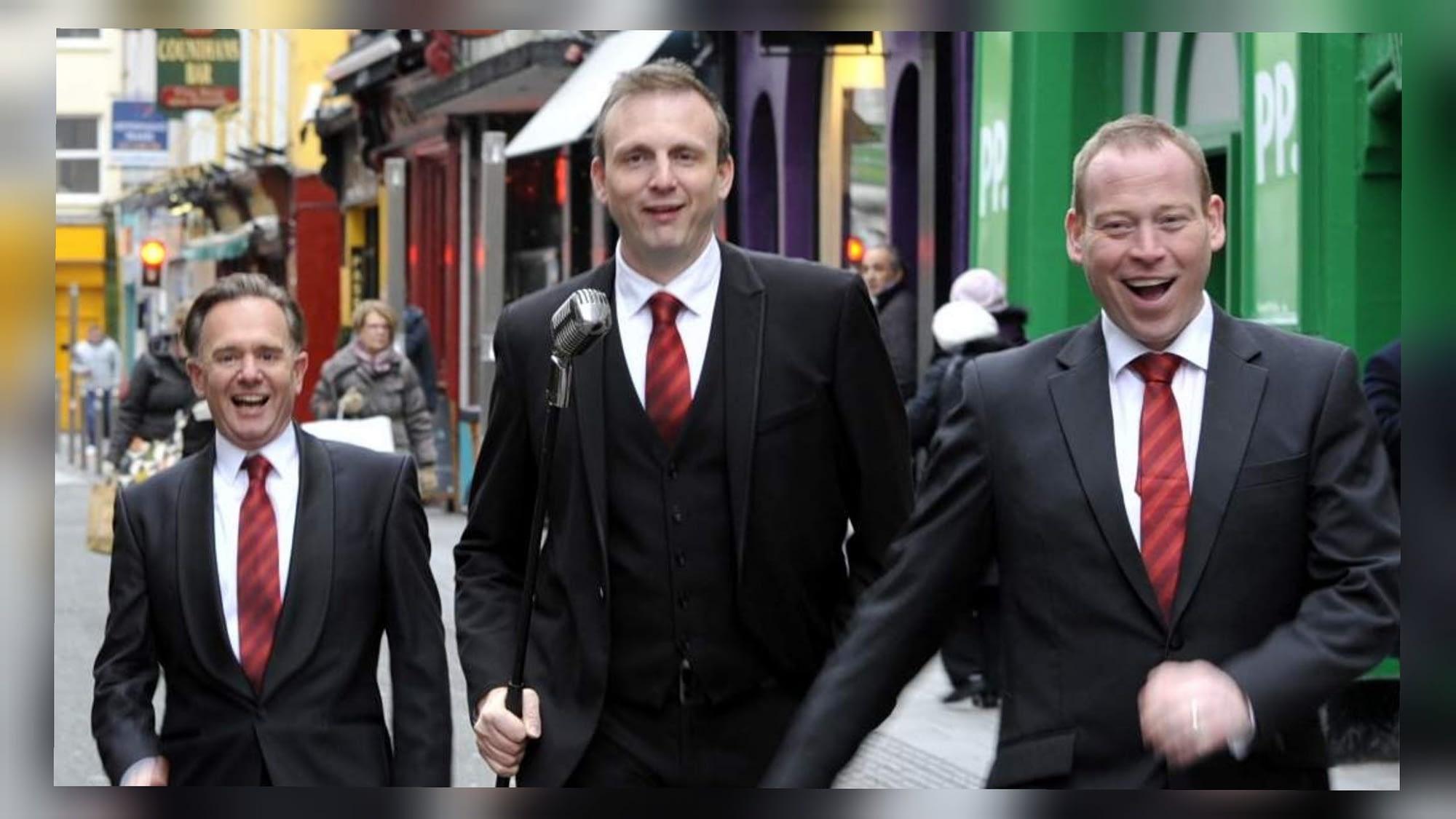 Three cork singing waiters