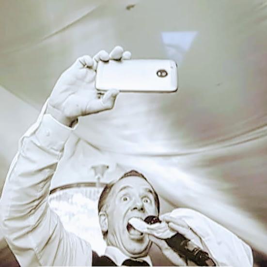 singing waiter selfie